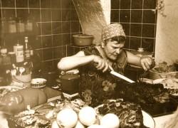 Mamuschka in ihrer Küche in den 70er Jahren