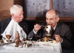 Louis de Funes beim gepflegten Essen