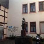 Spuck-Brunnen Frau Rauscher