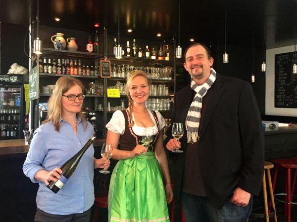 Winzerin Irene Söngen, Frankfurter Weinkönigin Marilane Maul, Weinhändler Patrick Trampenau