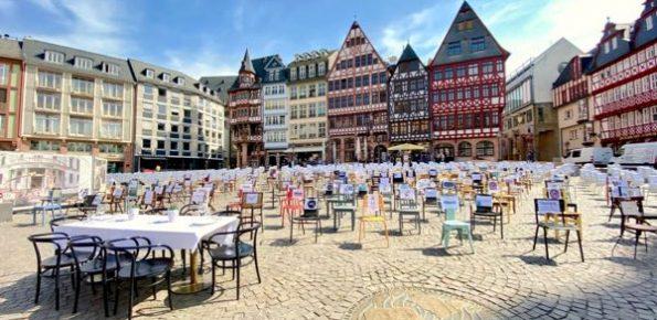 1000 leere Stühle